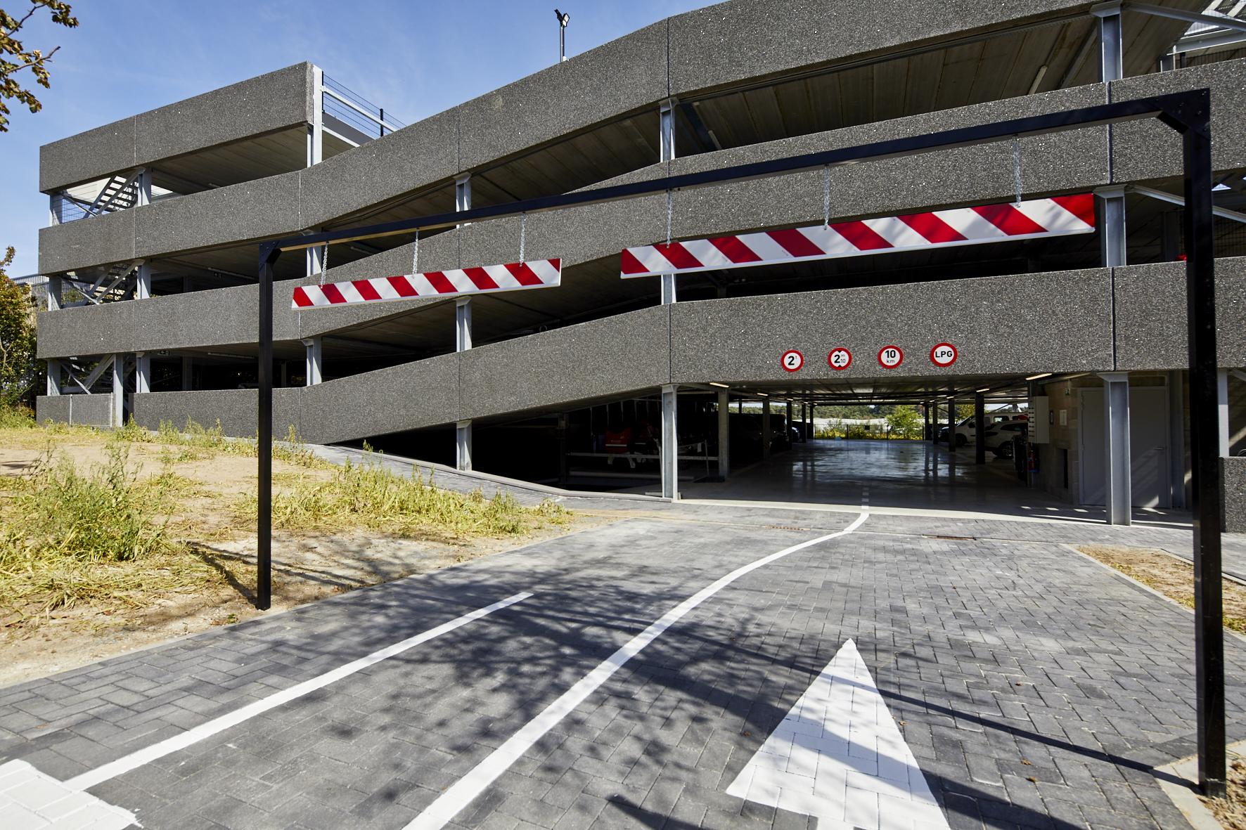 trisinvest-lummen-parkeergebouw